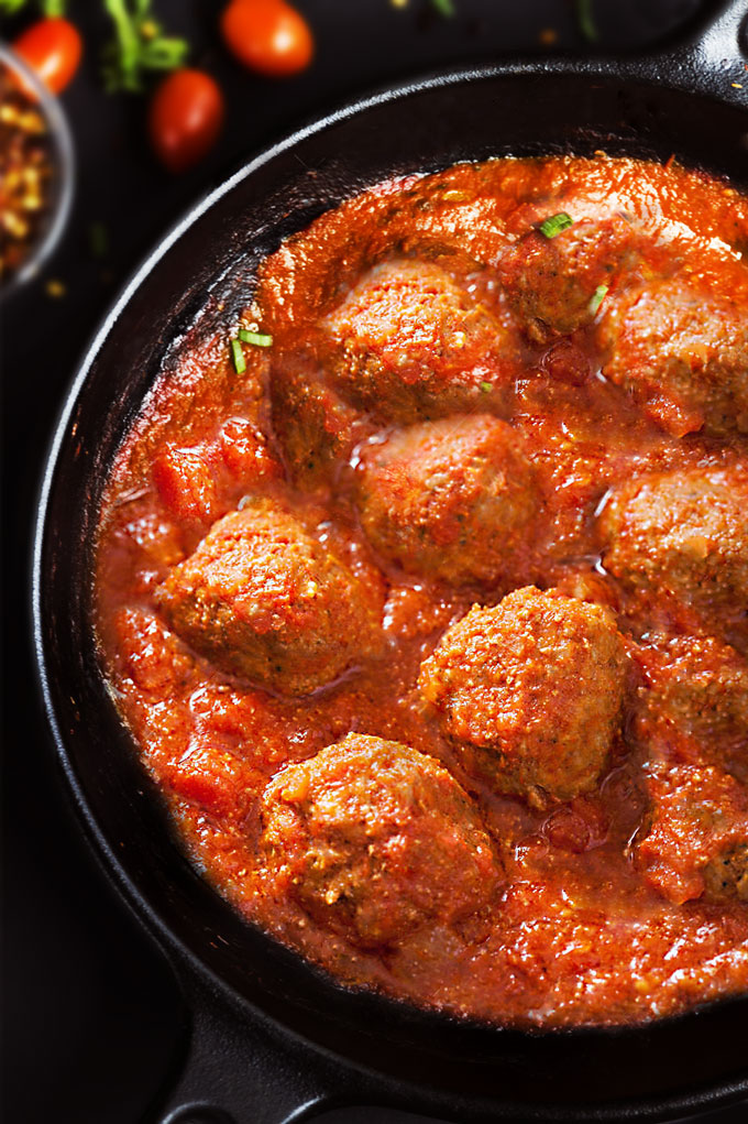 Meatballs with Tomato Sauce {Video}