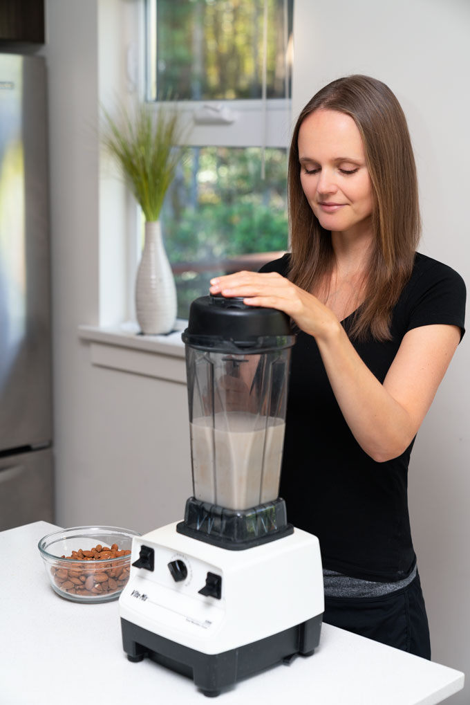 Vitamix blender - blending almond milk