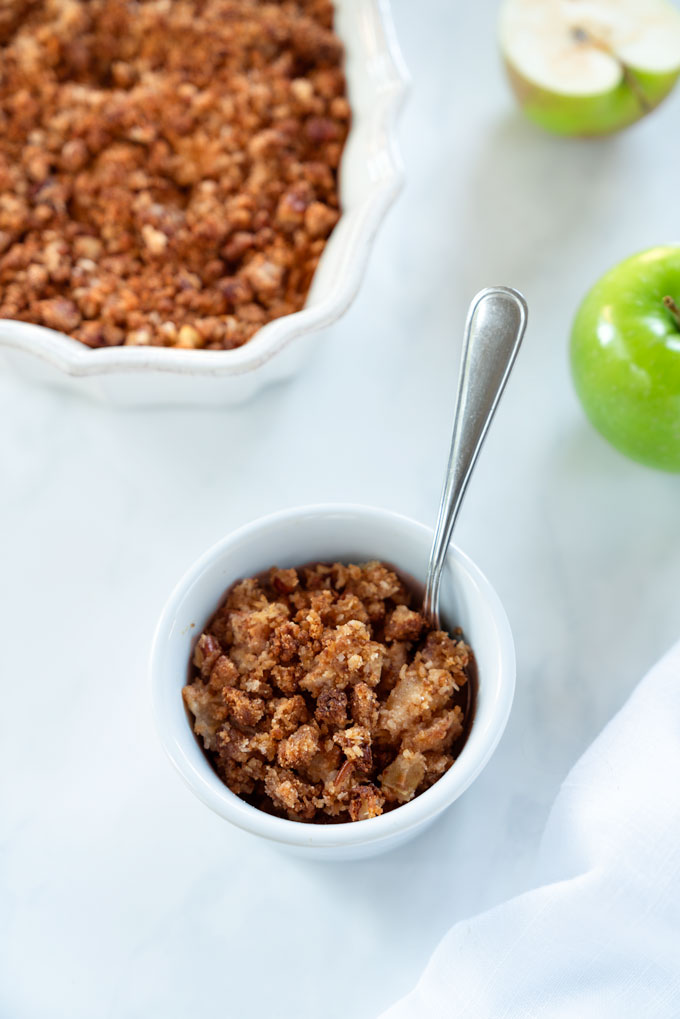 grain-free apple crisp with pecans and almonds - vegan
