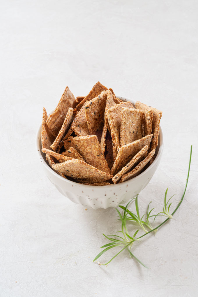 flax crackers from flaxseeds