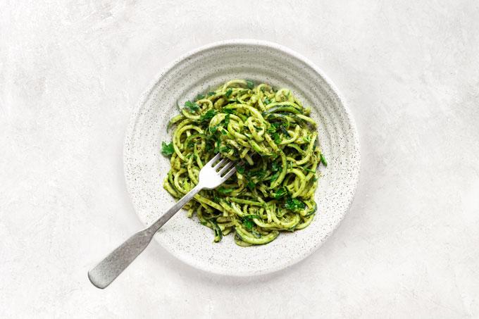 zucchini spaghetti with pesto
